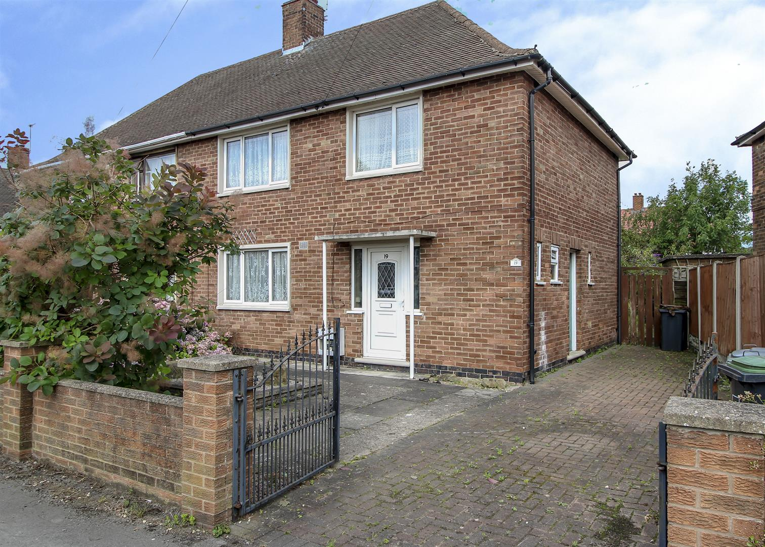 3 Bedrooms Semi Detached House for sale in Wellspring Dale, Stapleford